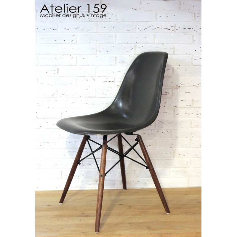 Dsw chaise eames originale et vintage black noir herman for Chaise coque eames