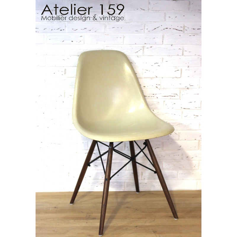 dsw chaise eames originale et vintage parchemin herman miller atelier 159. Black Bedroom Furniture Sets. Home Design Ideas