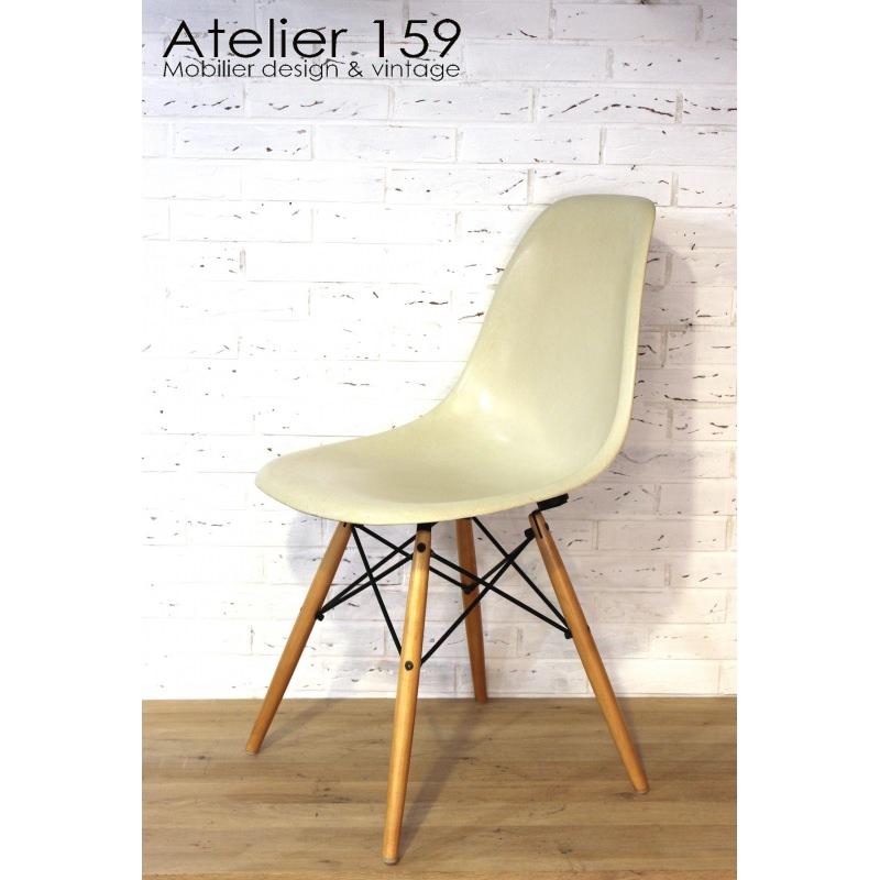 Dsw chaise eames originale et vintage parchemin herman for Chaise eames dsw originale