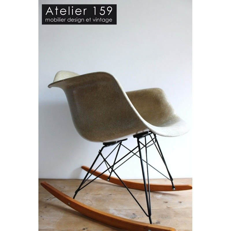 chaises eames marseille good un amour de chaise eames rar with chaises eames marseille perfect. Black Bedroom Furniture Sets. Home Design Ideas