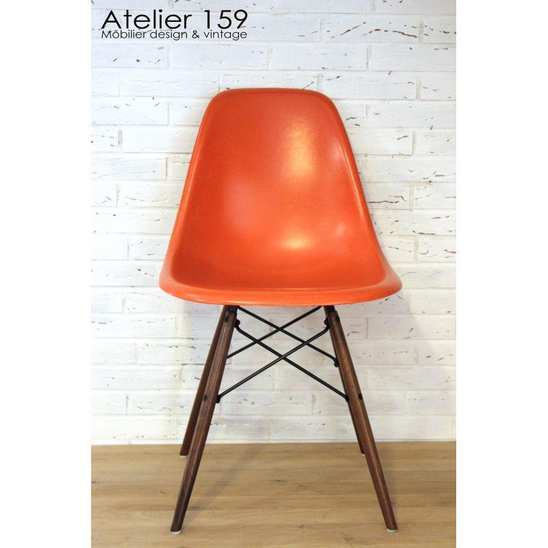 dsw chaise eames originale et vintage red orange herman. Black Bedroom Furniture Sets. Home Design Ideas