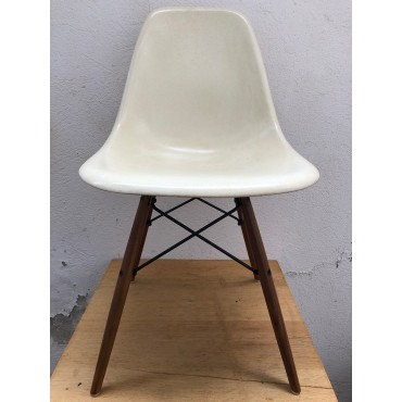 SECOND CHOIX // DSW Chaise Eames originale Parchemin Herman Miller