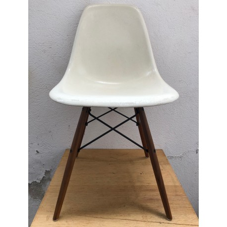 SECOND CHOIX // DSW Chaise Eames originale Off-White Herman Miller