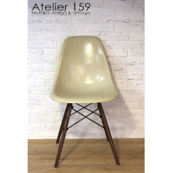 Lot de 4 chaises Eames originale parchemin Herman Miller