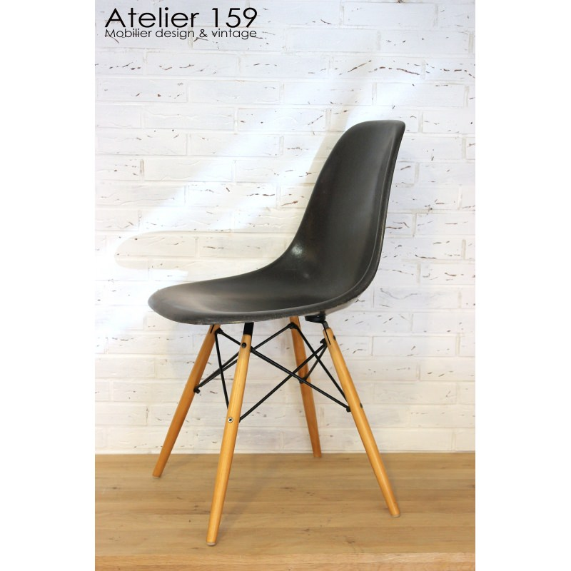 Dsw chaise eames originale et vintage black noir herman for Chaise originale