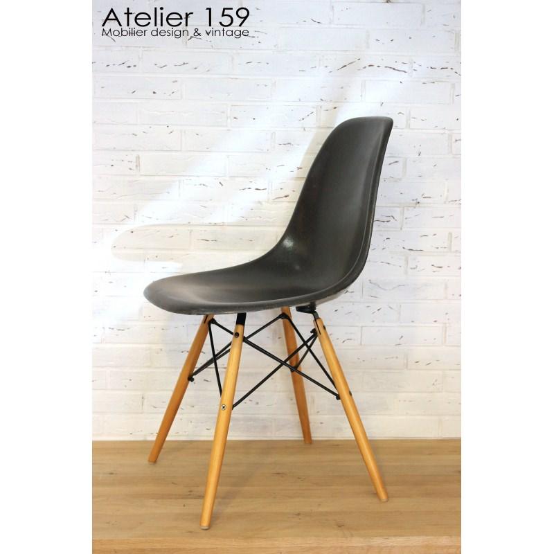 Dsw chaise eames originale et vintage black noir herman for Chaise originale